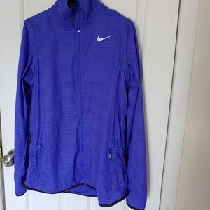 Nike Golf Jacket.size MT. Light with ventilation.